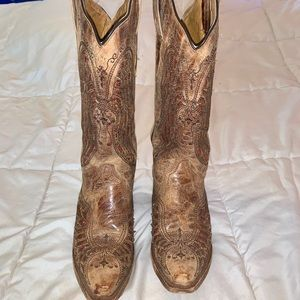 Corral cross/wing boots